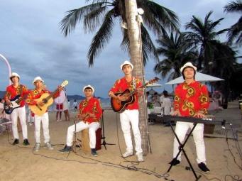 cho-thue-ban-nhac-flamenco-Tumbadora-Nha-Trang-Evasaon-Mandara-Resort-002