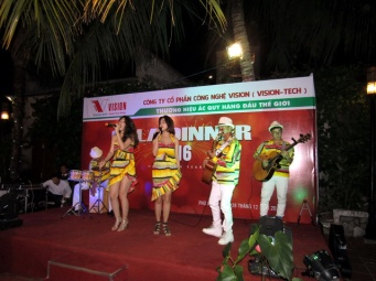 cho-thue-ban-nhac-flamenco-Tumbadora-Phu-Quoc-Hoa-Binh-Resort-002