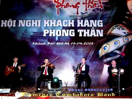 Ban-Nhac-Flamenco-Tumbadora-15-04-2012-Hoi-Nghi-Khach-Hang-Phong-Than-Zing-Vn