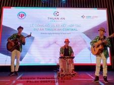 Ban-Nhac-Acoustic-Tumbadora-Le-Cong-Bo-Ky-Ket-Du-An-Thuan-An-Central