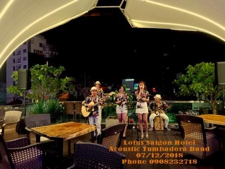 Ban-Nhac-Acoustic-Tumbadora-Lotus-Saigon-Hotel
