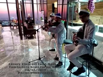 Ban-Nhac-Flamenco-Tumbadora-Christmas-Buffet-Party-Luxury-Vinpearl-Land-Mark-81