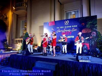 Ban-Nhac-Flamenco-Tumbadora-Christmas-Buffet-Party-Tan-Son-Nhat-Pavilion-Hotel