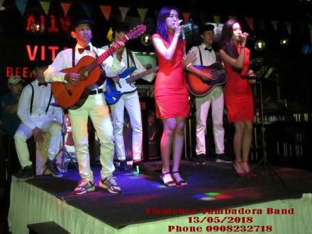 Ban-Nhac-Flamenco-Tumbadora-Vita-Beer-Garden