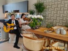 Ban nhac Tumbadora Bieu dien Hoa Tau Violon Guitar tai Aquacity Novaland-002