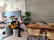 Ban nhac Tumbadora Bieu dien Hoa Tau Violon Guitar tai Aquacity Novaland-003